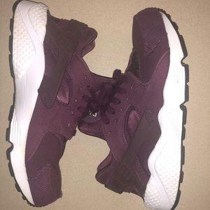 Nike Air Huraches Burgundy